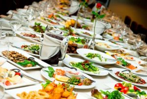 Maistas pobūviams. Maistas banketams, fursetams, vestuvems
