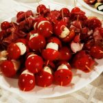vysniniai pomidoriukai su mocarela